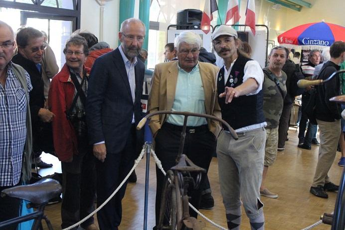 Monsieur le maire de St Brévin et Raymond Poulidor attentifs...