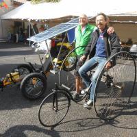 130 années séparent ces deux tricycles...